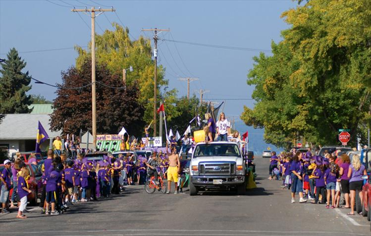 Linderman students, a sea of purple, line the streets as the 2012 Homecoming Parade heads past.