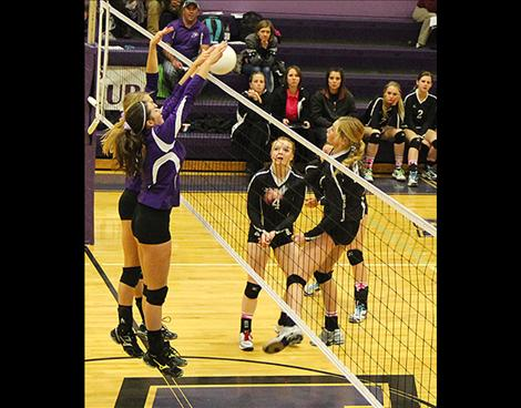 Lady Pirate Nichole Lake reaches for block.