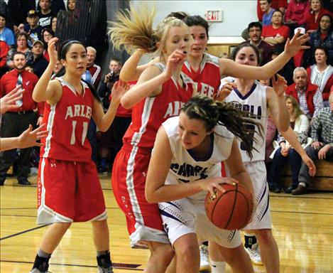 carrie pichler/valley journal Lady Viking Skyler Frame works around Scarlet defense.