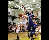 Warriors advance to state despite first loss of season, Pirates play challenge game