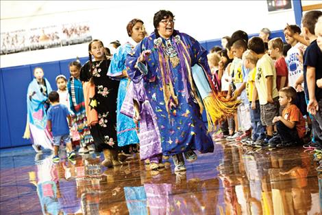 Elementary students attend powwow.