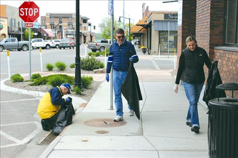 Volunteers clean-up Polson area
