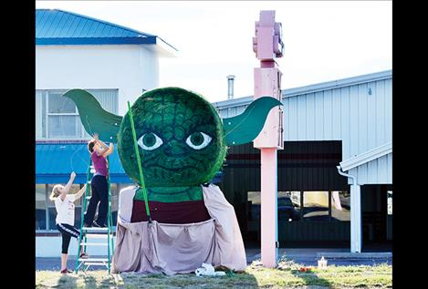 Star Wars' Yoda takes shape with the help of Alex Miller and Melissa Miller.