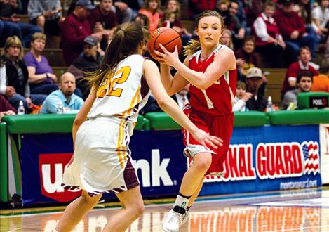 Scarlets' Noelle West attempts to dribble past a Belt defender.