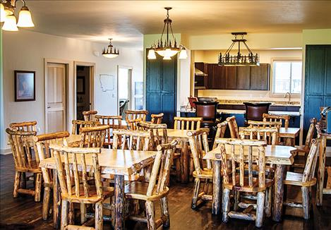 The Peaks dining area welcomes residents into its rustic and comfortable atmosphere.
