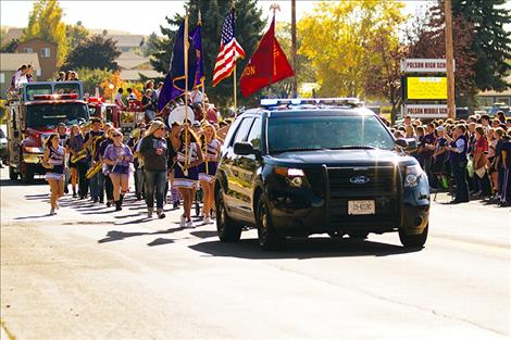 The homecoming  parade went through town  to celebrate school alumni.