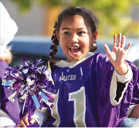 ittle Lady Pirate Kahalia Thomas  waves to the crowd.