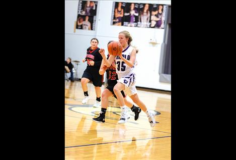 Lady Viking Carlee Fryberger races past a defender to score.