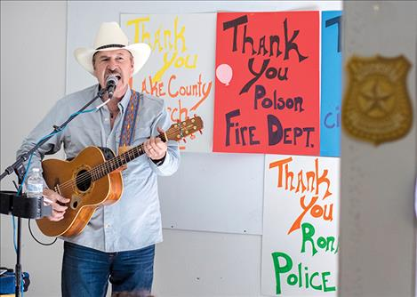 Montana singer songwriter Rob Quist entertains event participants.