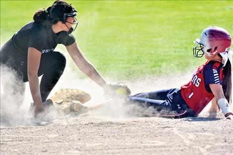 Lady Bulldog Courtney Mitchell, left, makes the tag.