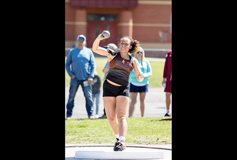 Ronan Maiden Kara Holmlund competes in the shot put.