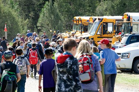 500 children arrive at the event in school buses on the first day and another 500 came in on the second day.