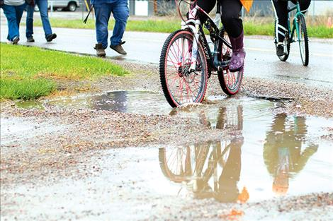 Community bike ride encourages outdoor activity