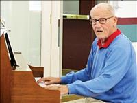'Piano man' thanked for sharing music