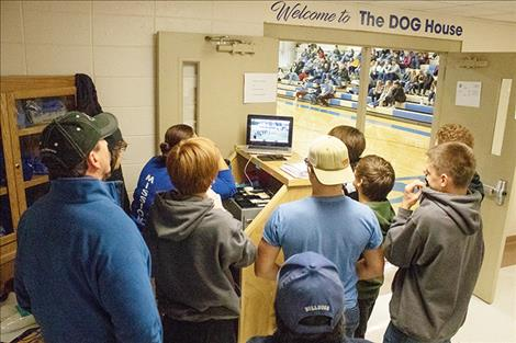 A group of Bulldog faithful watch the game from the Mission gym.