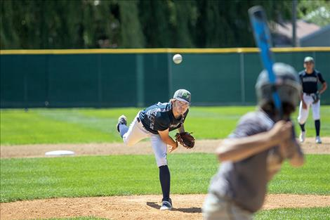 Mariner Ethan McCauley delivers a pitch.