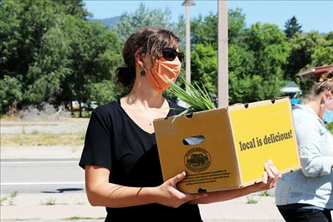 Food boxes help people during the COVID-19 pandemic.