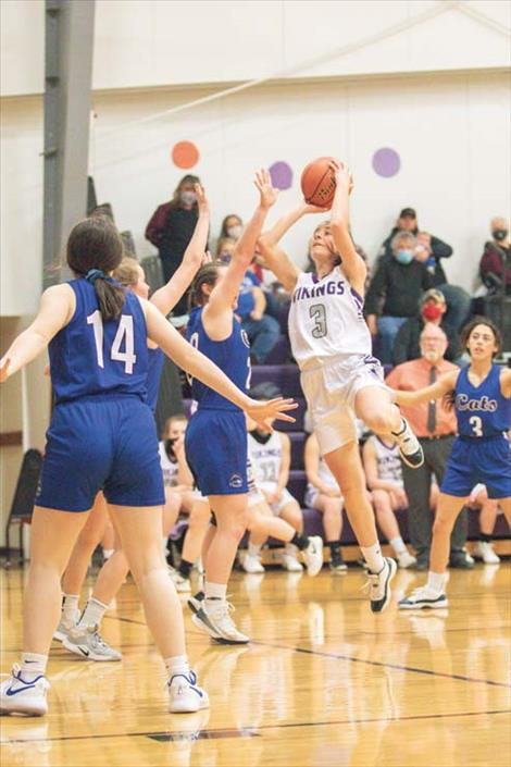 Charlo Lady Viking Hayleigh Smith shoots a jumper.